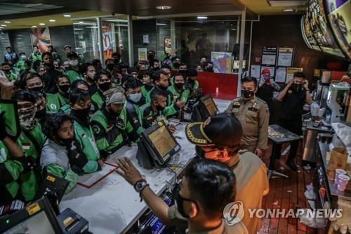 인니도 맥도날드 'BTS세트' 인기 폭발…포장지 중고거래까지